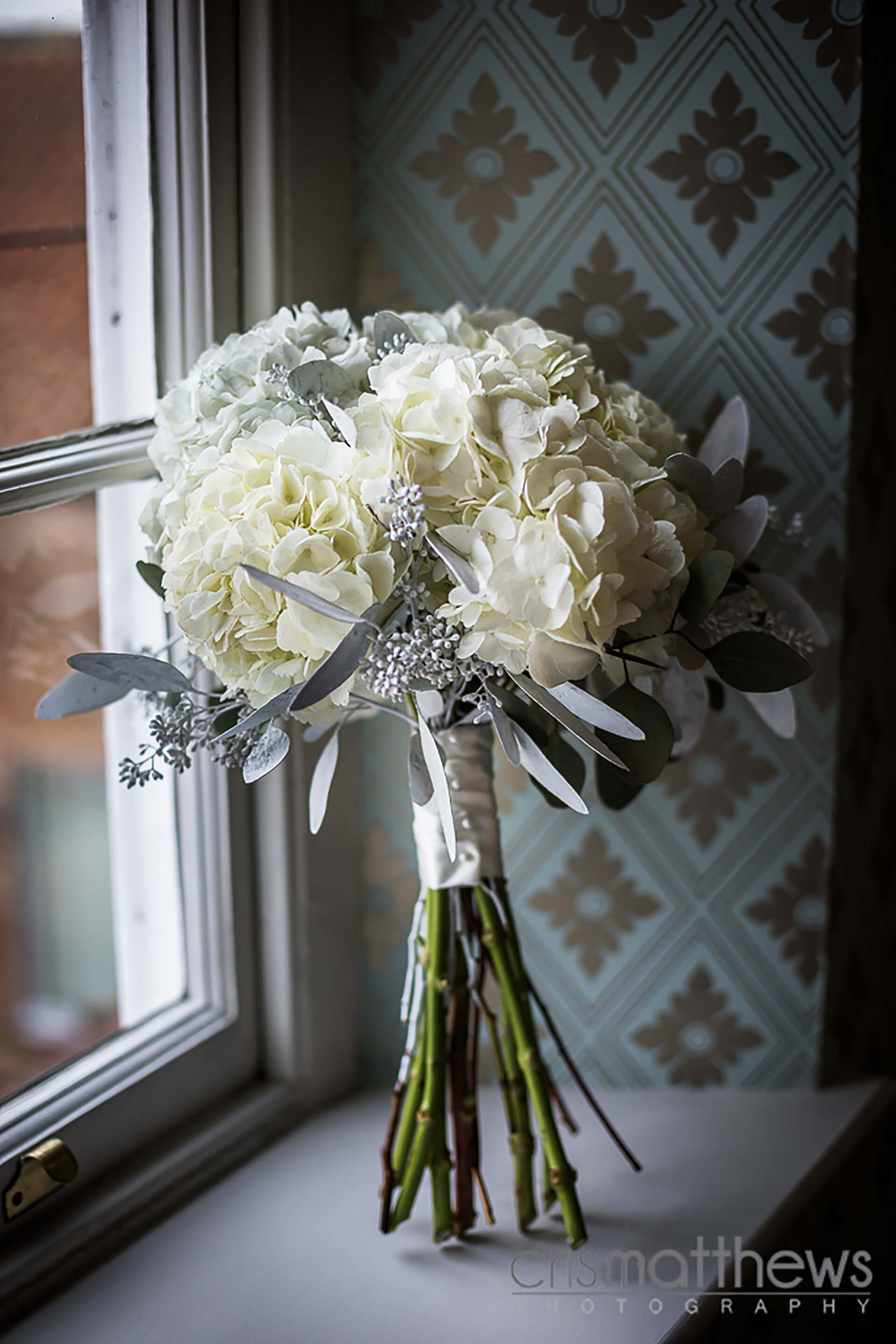 "Winter bouquet captured by <a href=""http://www.crismatthews.com/"">Chris Matthews Photography</a>"