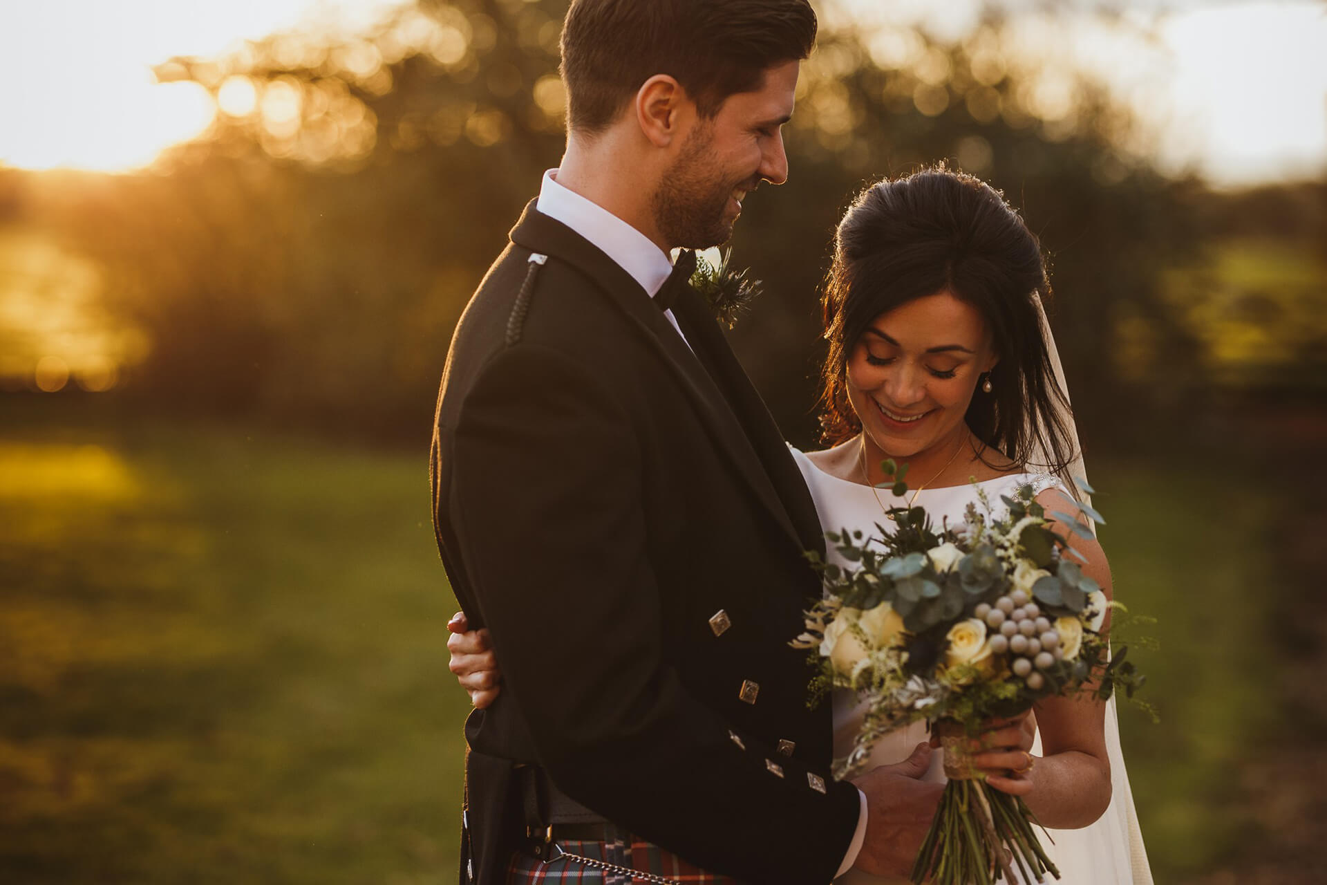"How beautiful is this Winter sunset shot of Sarah and Angus by <a href=""https://www.njphotographic.co.uk/"" target=""_blank"">Neil Jackson Photography</a>?"