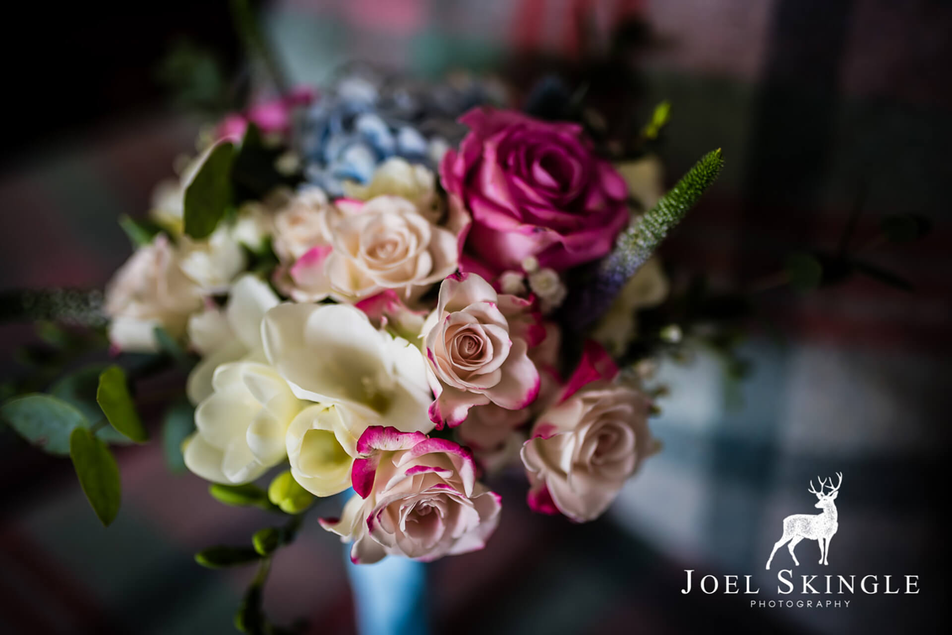 "Stacy's beautiful bouquet, captured by <a href=""http://www.joelskinglephotography.co.uk/"" target=""_blank"">Joel Skingle</a>."
