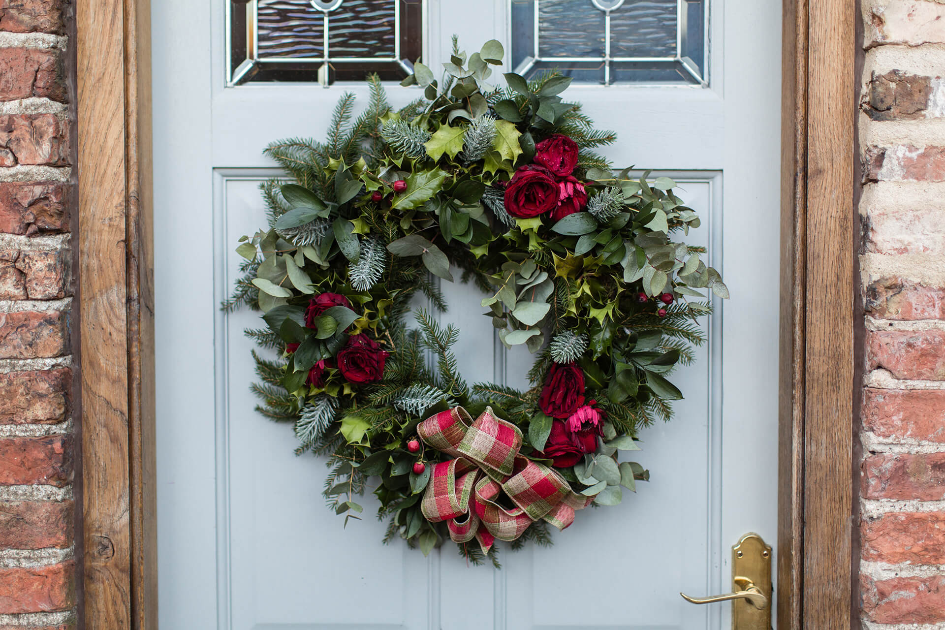 "Beautiful festive wreath captured by <a href=""http://www.tuxandtalesphoto.co.uk/"" target=""_blank"">Tux & Tales</a>"