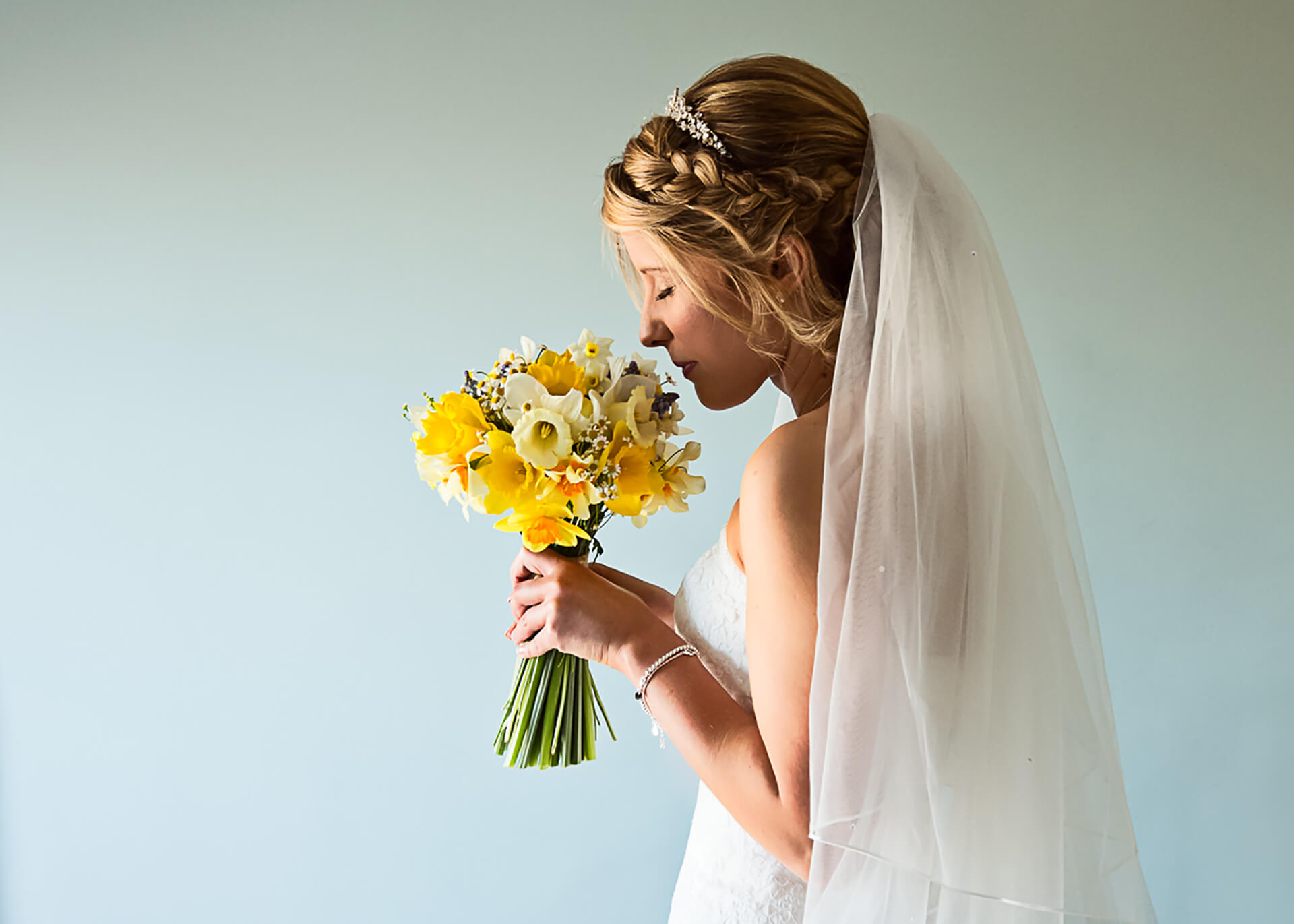 Spring has sprung! The beautiful Lauren with her bouquet of Daisies and Daffs.