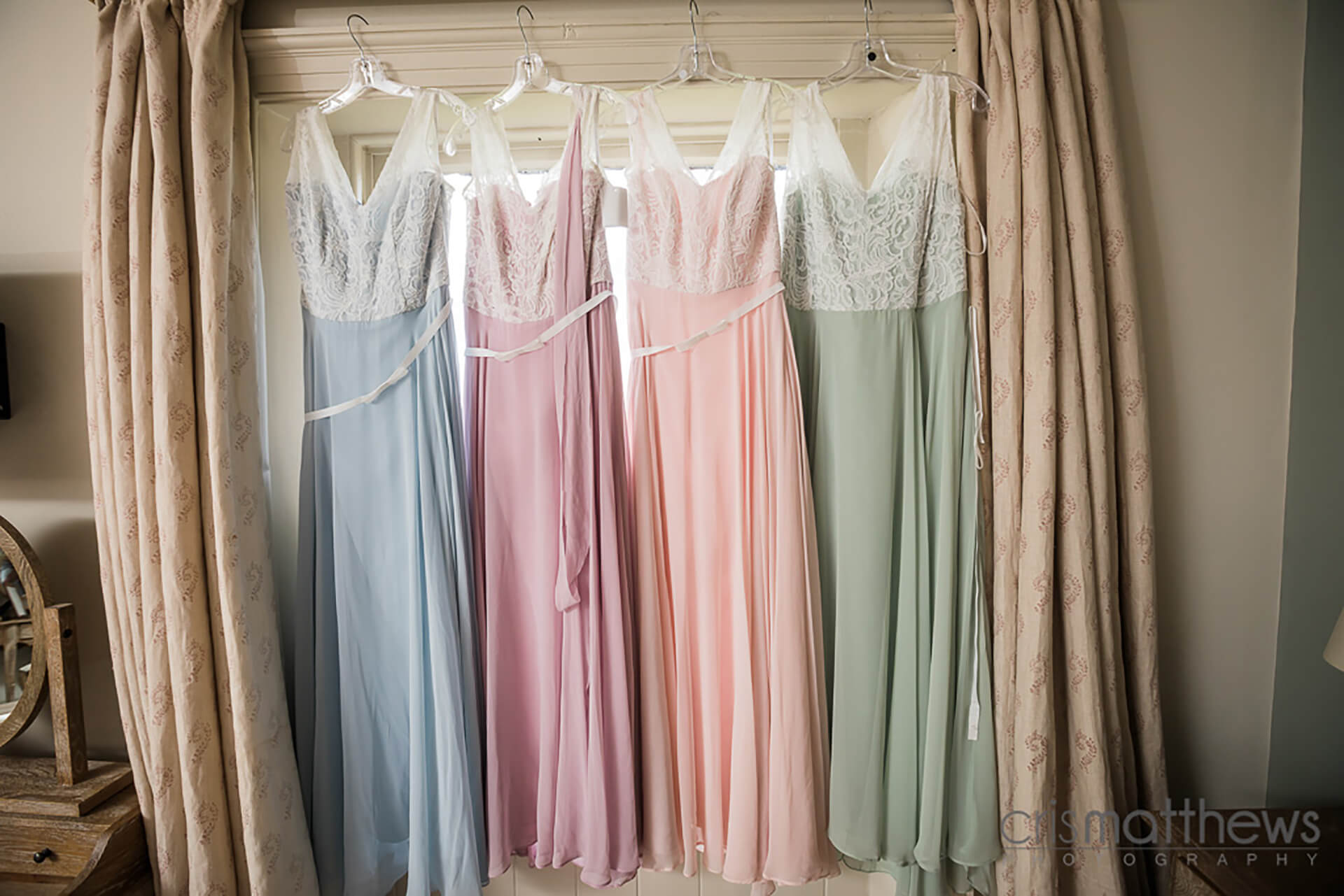 "All the pastel shades captured by <a href=""http://www.crismatthews.com/"">Chris Matthews Photography</a>"