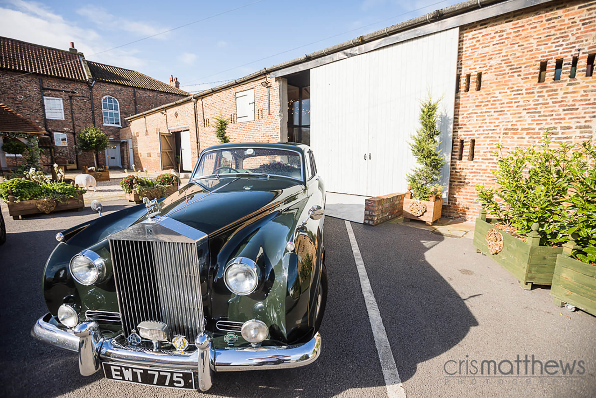 "The most beautiful vintage Rolls Royce Silver Shadow ready to take Rachel to church. Photo by <a href=""http://www.crismatthews.com/"">Chris Matthews Photography</a>"