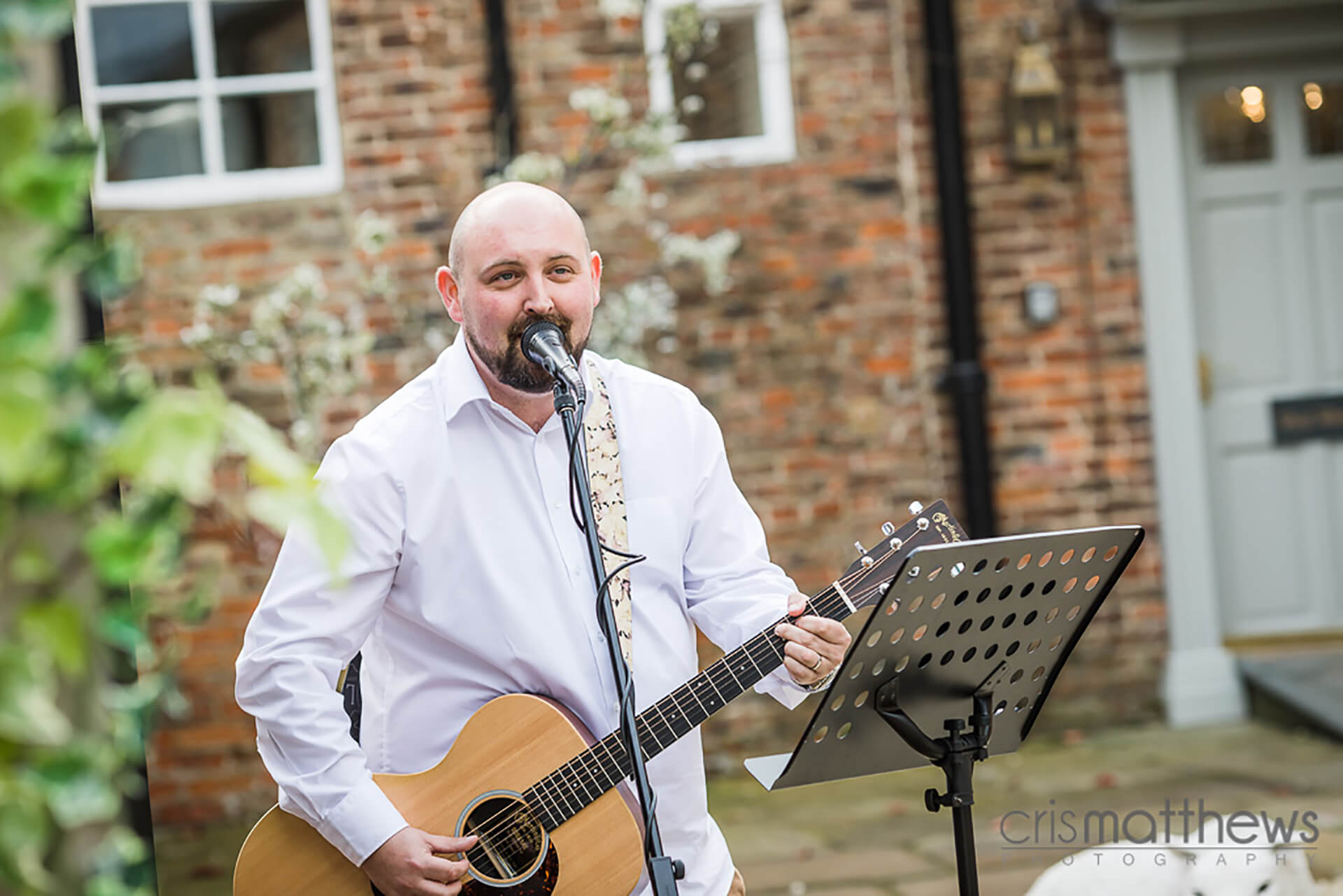 "Keeping the guests entertained at Rachael and Dan's wedding. Photo by <a href=""http://www.crismatthews.com/"">Chris Matthews Photography</a>"
