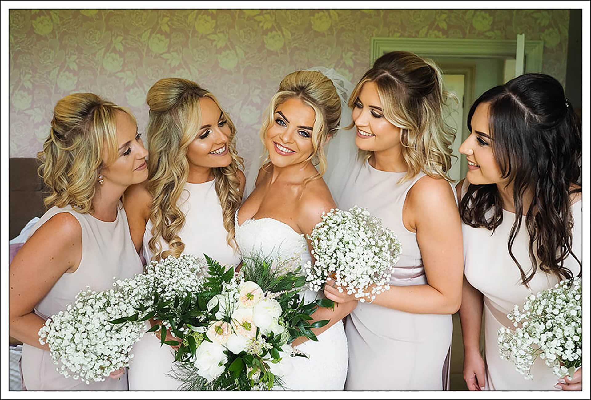 "The beautiful Marianne and her bridesmaids. Captured by <a href=""http://www.garysimpsonphotography.com/"" target=""_blank"">Gary Simpson</a>."